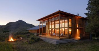 15 Breathtaking Modern Cabin Designs