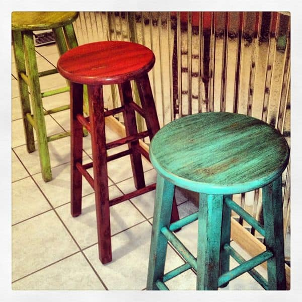 20 Painted Bar Stools To Give Color To Your Spaces